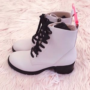 NWOT Coconuts by Matisse Glacier Lace-Up Boots 7